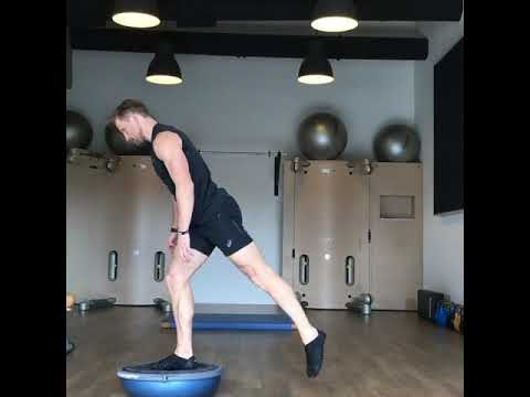 Raphael Jesse from Das Trainingslager : exercise for your leg on the Bosu