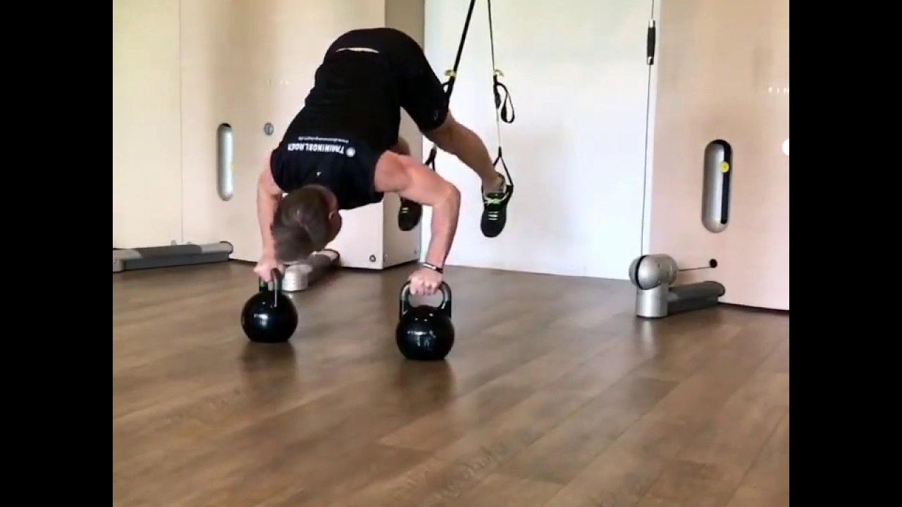 Raphael Jesse from Das Trainingslager : Push up and shoulder press with TRX