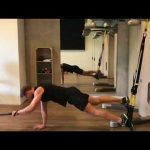 Raphael Jesse from Trainingslager : Core exercise with TRX and resistance band