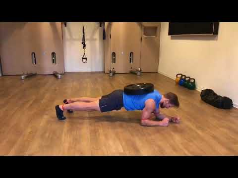 Raphael Jesse from Das Trainingslager: Exercise with Minibands