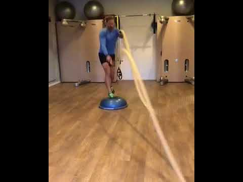 Raphael Jesse from Das Trainingslager: lunges with rope
