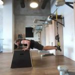 Raphael Jesse from Das Trainingslager : Leg exercise