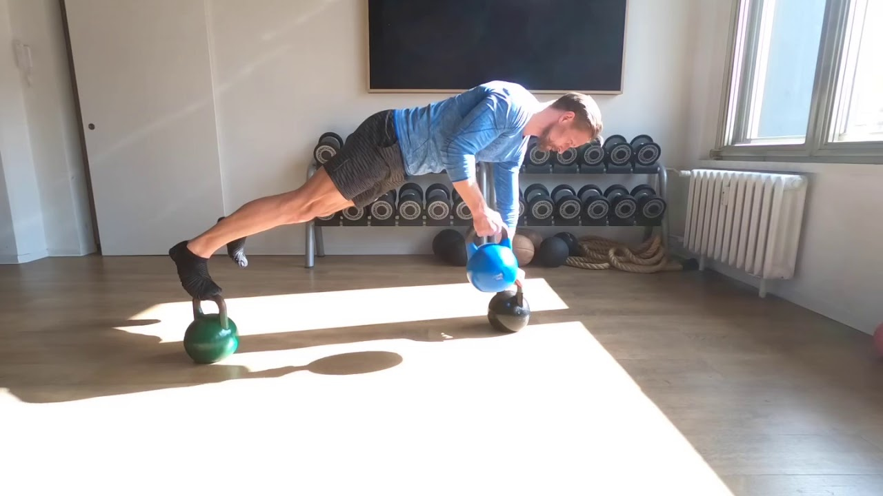 Raphael Jesse from Das Trainingslager : Exercise with Kettlebell