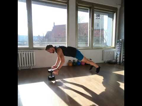 Raphael Jesse from Das Trainingslager : Full body Workout with Dumbbell