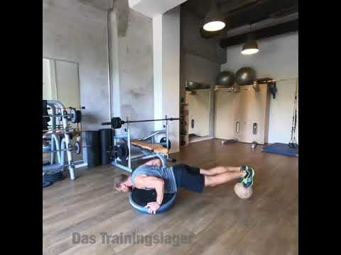 Raphael Jesse from Das Trainingslager : Balance moves