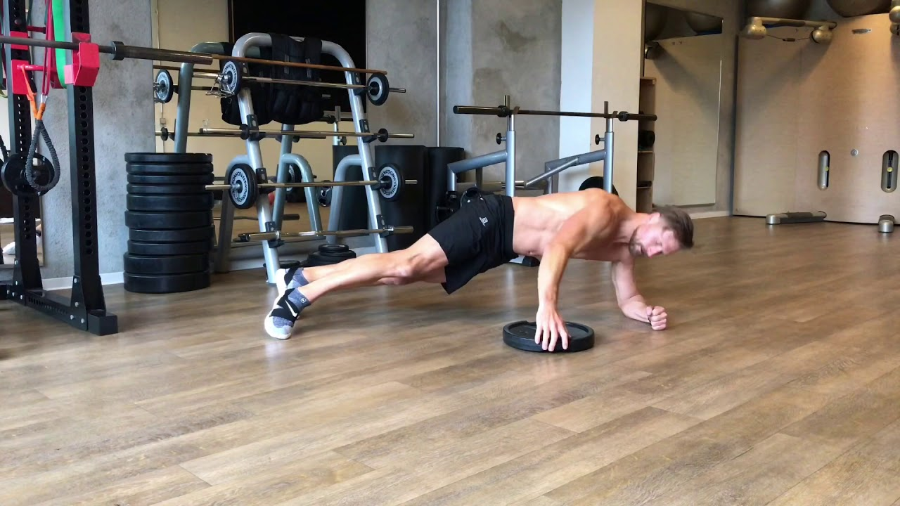 ^Raphael Jesse from Das Trainingslager : Abs workout with plate