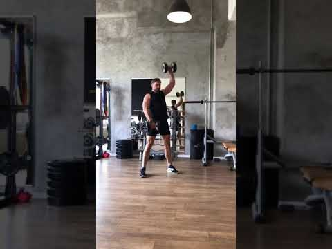 Raphael Jesse from Das Trainingslager : dumbbell workout
