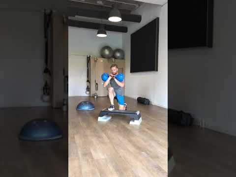 Raphael Jesse from Das Trainingslager: Workout with step and kettlebell