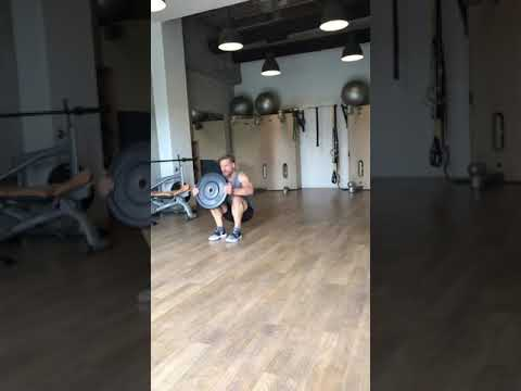 Raphael Jesse from Das Trainingslager: plate workout
